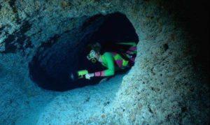 морская пещера Crab Cay Crevasse