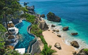 Бали побережье и бассеин