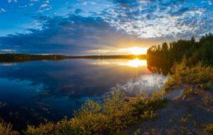 finland-oblaka-rechka